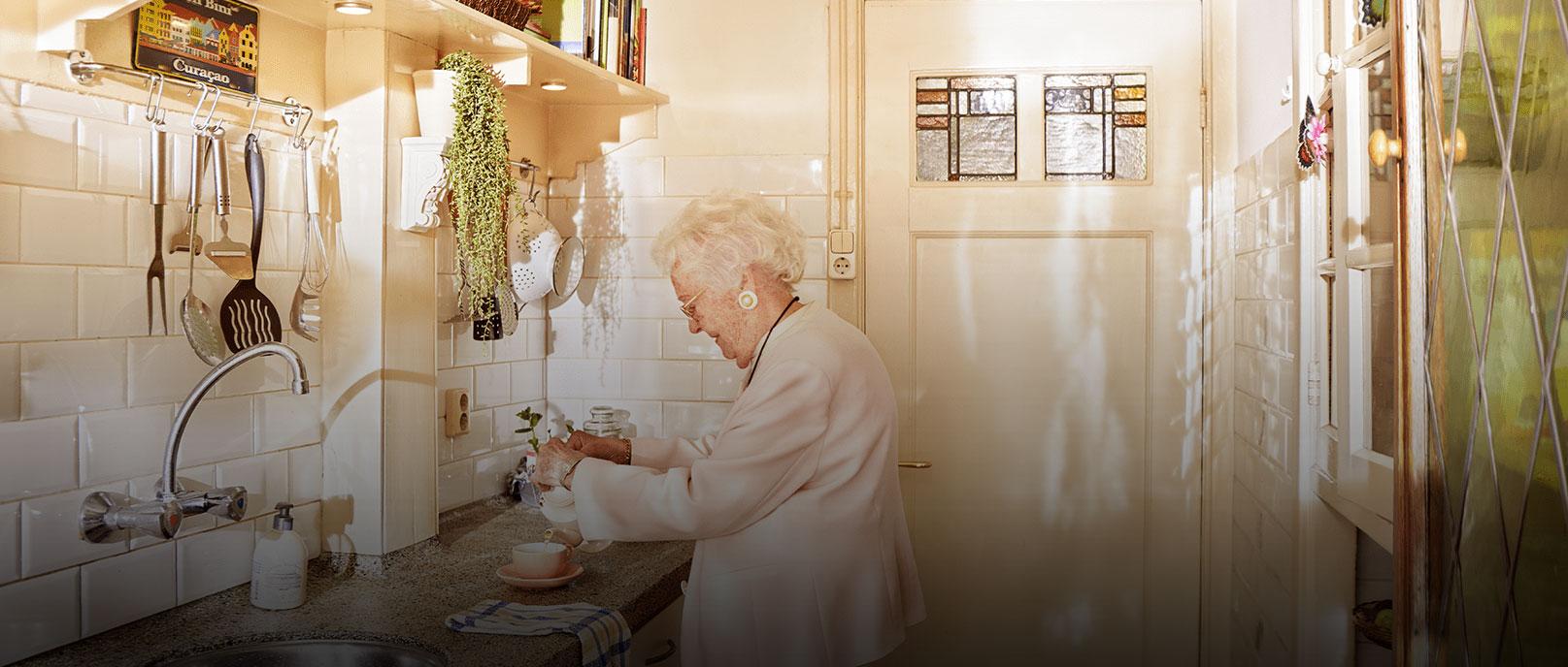 Door zorginnovaties kan haar moeder langer zelfstandig blijven wonen