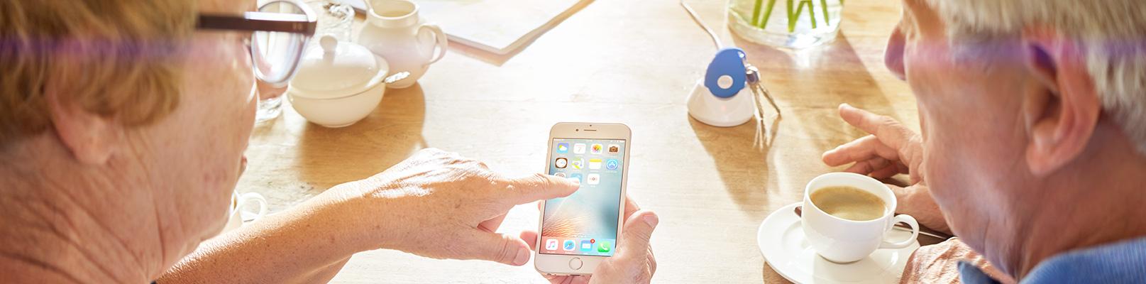 Tillsammans vid bordet upptäcker cAlarm Mobile