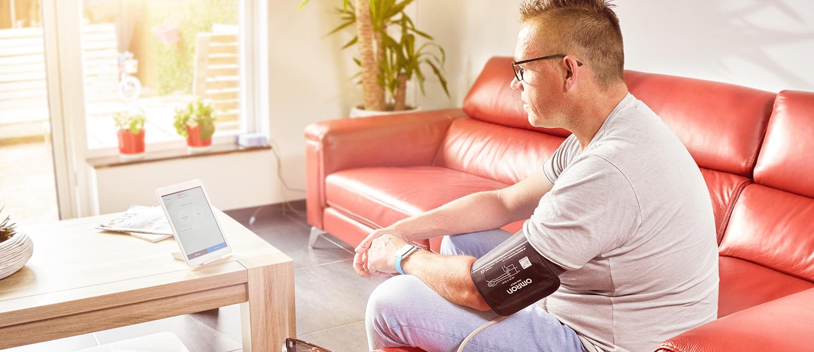 Thuis bloeddruk meten met de app van cVitals