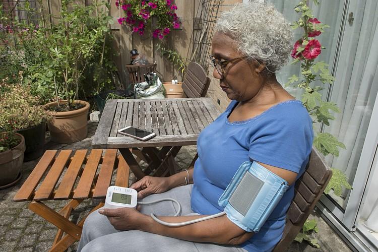 Hartwacht patient meet bloeddruk