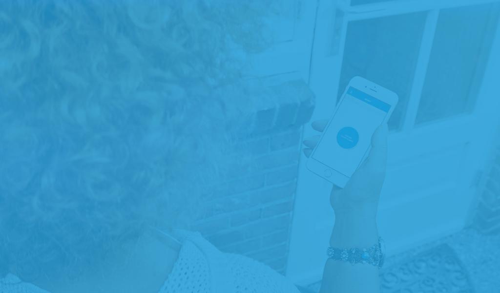 Met de app cKey maakt de mantelzorger de deur open