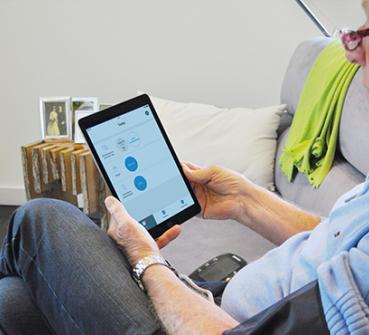 Patient gebruikt ThuisMeten op de iPad