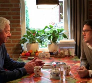 Daan Dohmen in gesprek met COPD-patiënt meneer Bremer